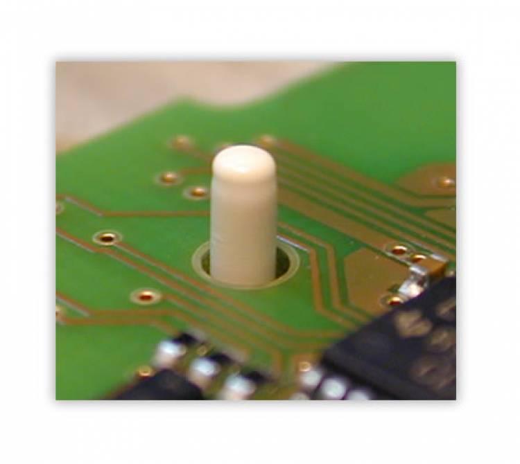 Heißverstemm-Anwendung zur Fixierung einer Leiterplatte in einem Kunststoffkörper